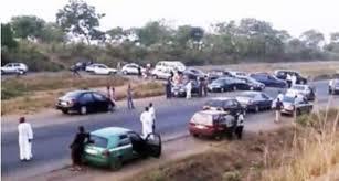 Many allegedly kidnapped as bandits block Kaduna-Abuja road
