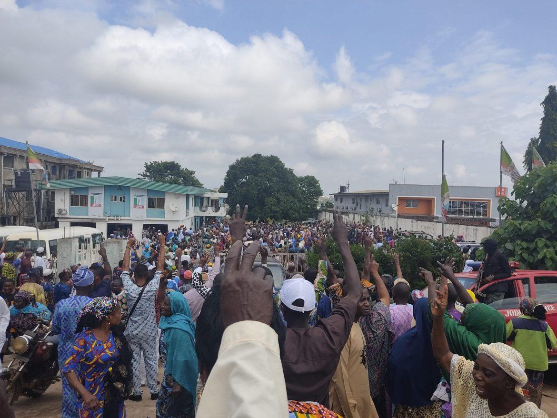 BREAKING: Thugs storm Osun APC secretariat